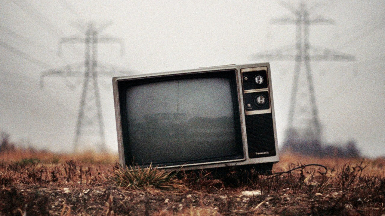 an analysis of the ways television distorts reality Does reality tv distort how age behaving a certain way on these reality behavior held out on television as the norm, it distorts their.